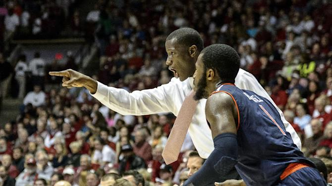 Randolph leads Alabama past Auburn, 73-57