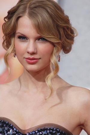 Taylor Swift and Other Stars Who've Worn Suits to Award Shows