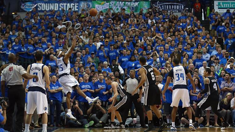 Carter beats buzzer, sends Mavs past Spurs 109-108