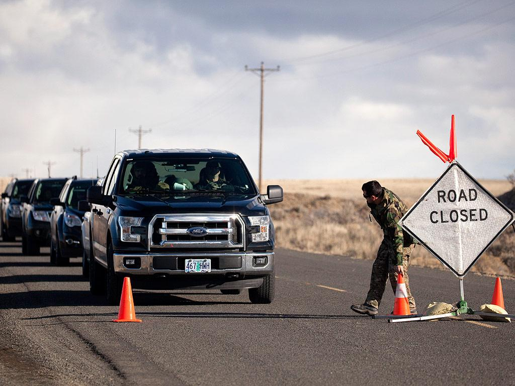 FBI Surrounds Oregon Refuge As Remaining Occupiers Refuse to Leave: Report