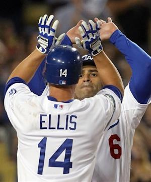 Ellis' go-ahead HR helps Dodgers beat Padres 2-1