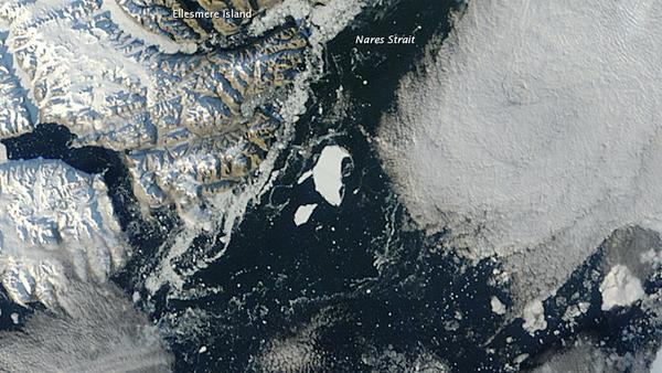 Huge Greenland Iceberg Starting to Break Apart