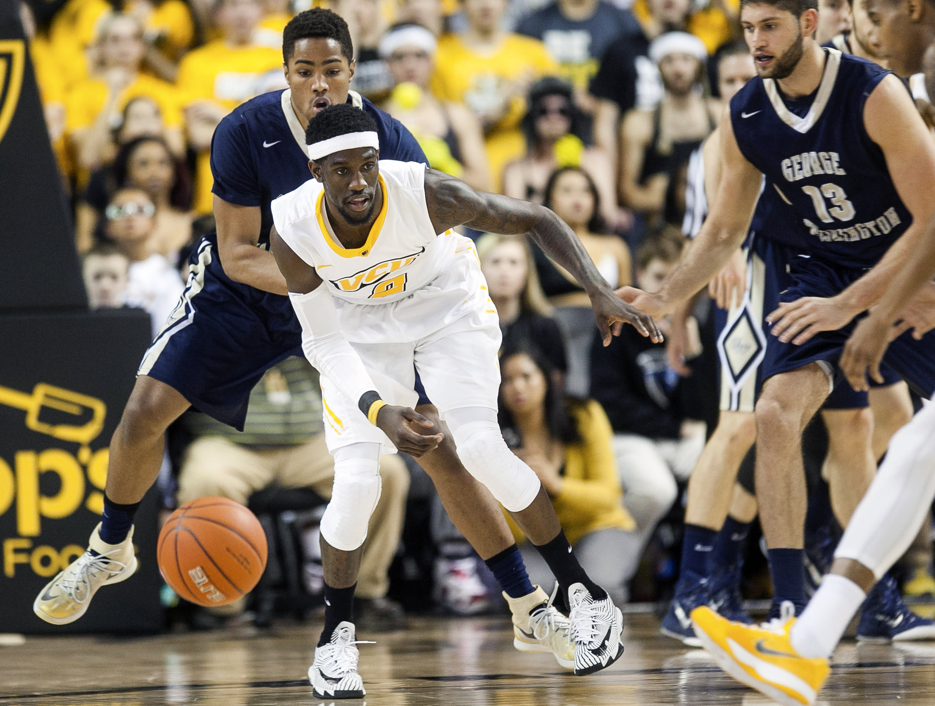 Larrier, No. 14 VCU overwhelm George Washington, 72-48