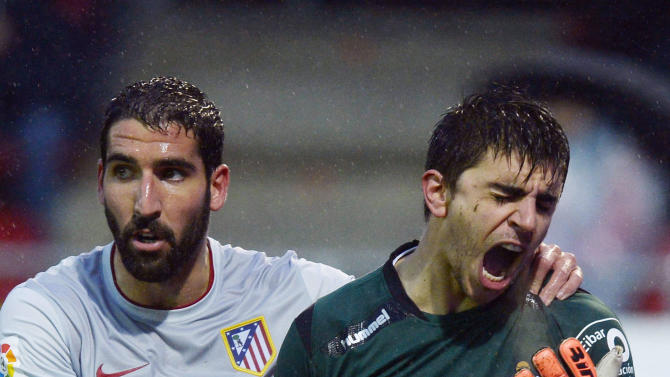 Atletico Madrid's Escudero holds Eibar goalkeeper Iruretaguena after clashing with him during their Spanish first division match in Eibar