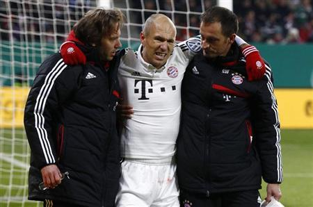Bayern Munich's Robben leaves the pitch after his injury during the team's third round German soccer cup match in Augsburg