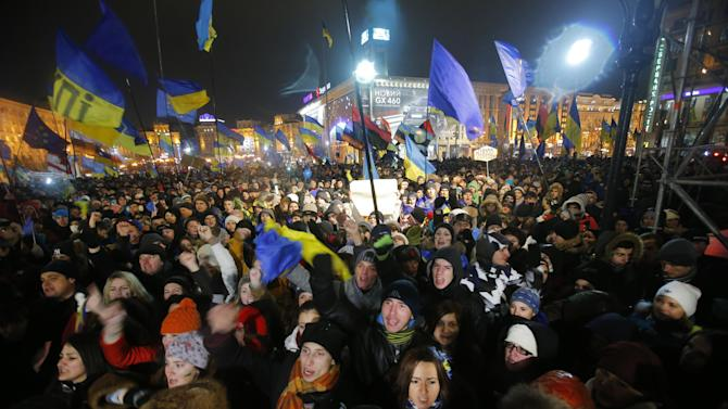 Demonstrators take to the streets in support of Ukraine's integration with the European Union in the center of Kiev, Ukraine, Thursday Nov. 28, 2013. As leaders of the European Union gather for a summit to discuss the bloc's eastern expansion, both EU and Ukrainian officials said Thursday that the suspension of talks on closer ties could still be revived after the two-day meeting. (AP Photo/Sergei Grits)