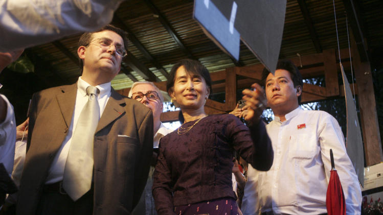 Myanmar opposition leader Aung San Suu Kyi, center, during the opening ceremony of a photo exhibition at the Institut Francaise in Yangon, Myanmar, Thursday, May 17, 2012. The photo exhibition titled ' Aung San Suu Kyi, The Burmese Way to Democracy ' will held from May 17 to May 25. (AP Photo/Khin Maung Win)