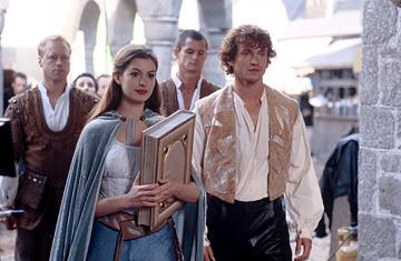 Anne Hathaway and Hugh Dancy in Miramax's Ella Enchanted