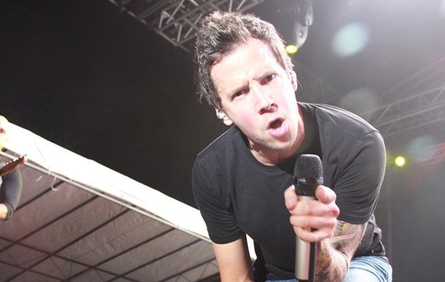 Simple Plan tease S'pore crowd all night long | Singapore Showbiz ...
