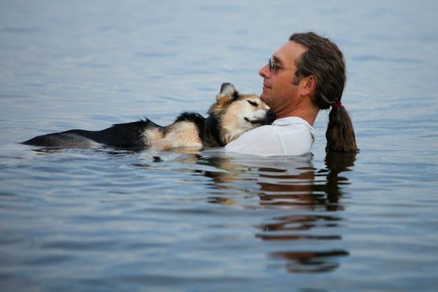 John Unger e il suo cane Schoep. Foto: Hannah Stonehouse Hudson/StonehousePhoto.com