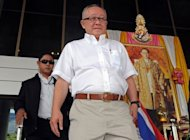 "Leader of Thailand's royalist ""Yellow Shirt"" movement Sondhi Limthongkul (C) appears at a criminal court in Bangkok. Sondhi, a Thai media mogul, is accused of insulting the revered monarchy by quoting a member of the rival Red Shirts"