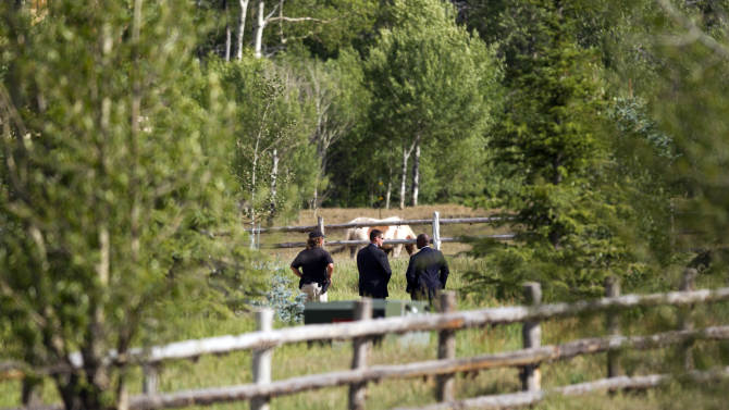 Secret Service agents and Aspen police stand guard outside a fundraiser for Republican presidential candidate, former Massachusetts Gov. Mitt Romney on Monday, July 9, 2012 in Aspen, Colo. (AP Photo/Evan Vucci)