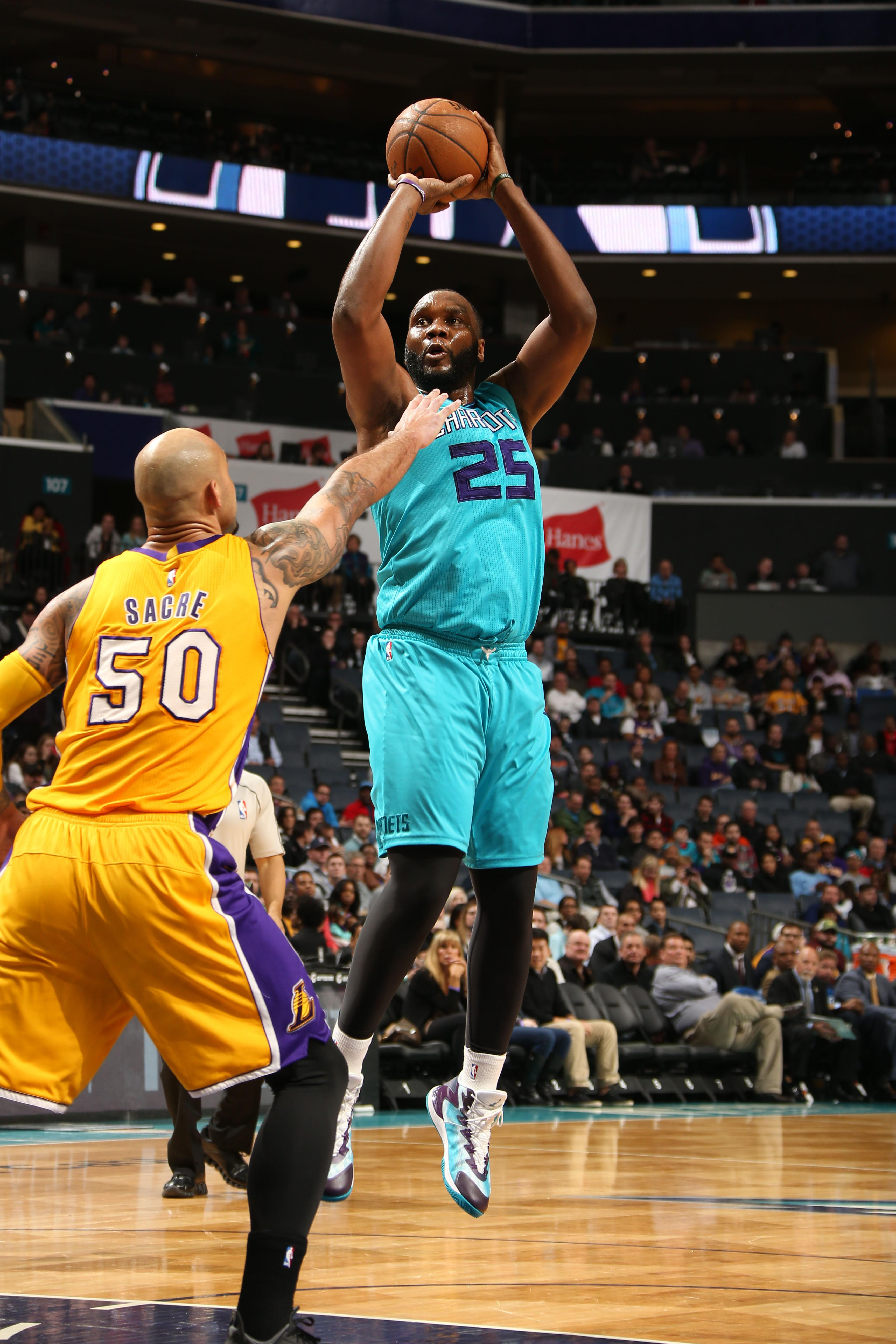 Jefferson, Williams lead Hornets past Lakers 104-103