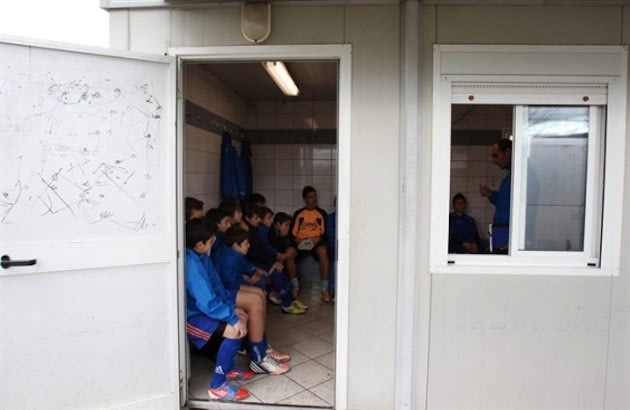 The Giannina team listens to coach Costas Michailidis during a training session — AP photo