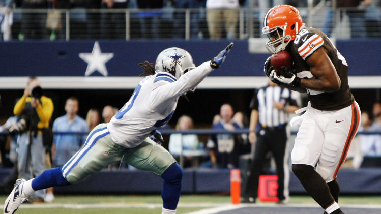 Dallas Cowboys strong safety Danny McCray (40) is unable to stop Cleveland Browns tight end Benjamin Watson (82) from grabbing a pass for a touchdown late in the second half of an NFL football game, Sunday, Nov. 18, 2012, in Arlington, Texas. (AP Photo/Brandon Wade)