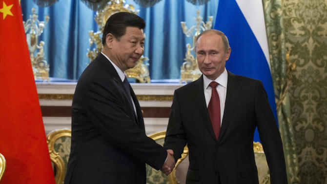 In lavish reception, Putin greets China president