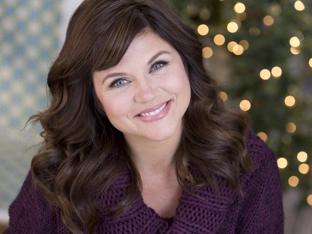 Tiffani Thiessen's Trendy + Rustic Holiday Design