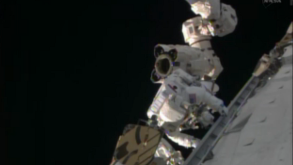 NASA Astronauts Gearing Up for Christmas Eve Spacewalk