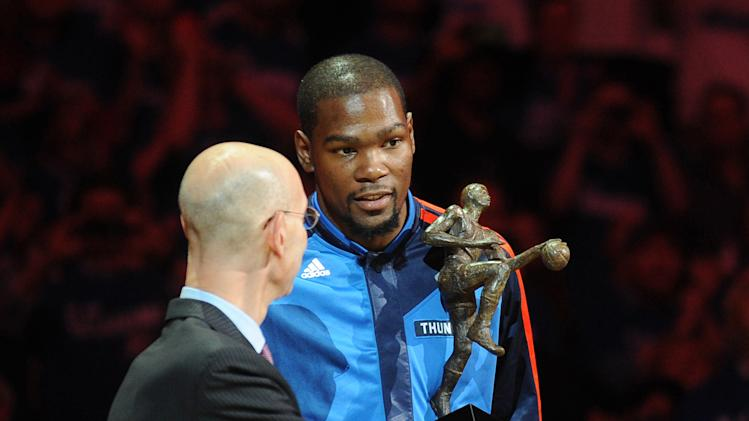 Kevin Durant accepts MVP, thanks fans before Thunder-Clippers G…