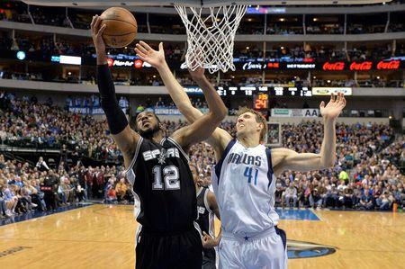 Spurs embarrass Mavericks in Dallas
