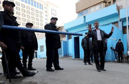 Policemen guard in front of a morgue where the body of an Italian Giulio Regeni is kept in Cairo