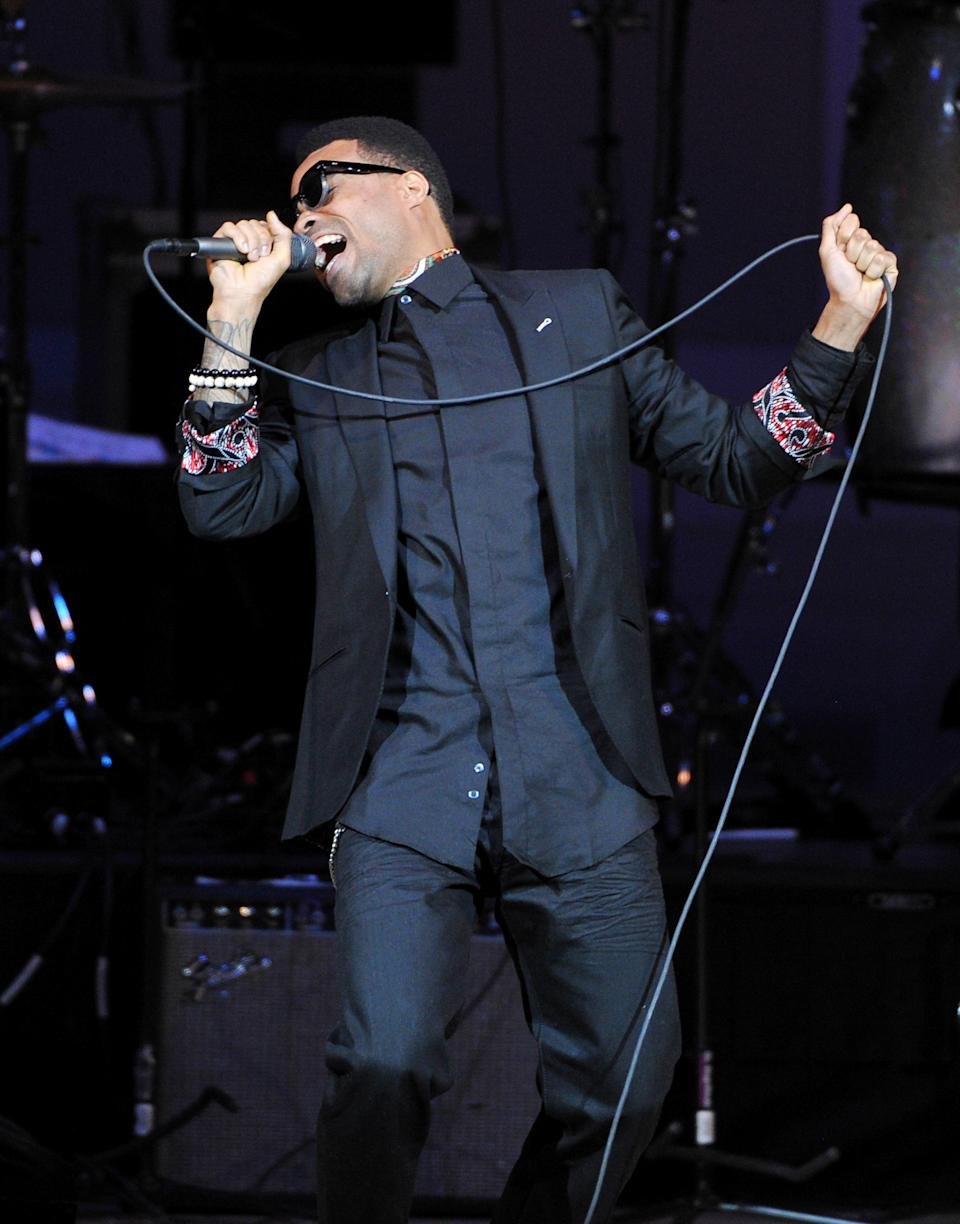 "Singer Bilal performs at ""The Music of Prince"" tribute concert at Carnegie Hall on Thursday March 7, 2013 in New York. (Photo by Evan Agostini/Invision/AP)"