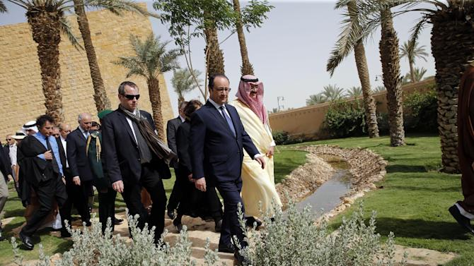 French President Francois Hollande visits the Diriyah Historical City, near Riyadh,  Saudi Arabia,  Tuesday, May 5, 2015. Hollande is the guest of honor of the Gulf cooperation council summit in Riyadh, where security issues in the region are going to be discussed. (AP Photo/Christophe Ena, Pool)