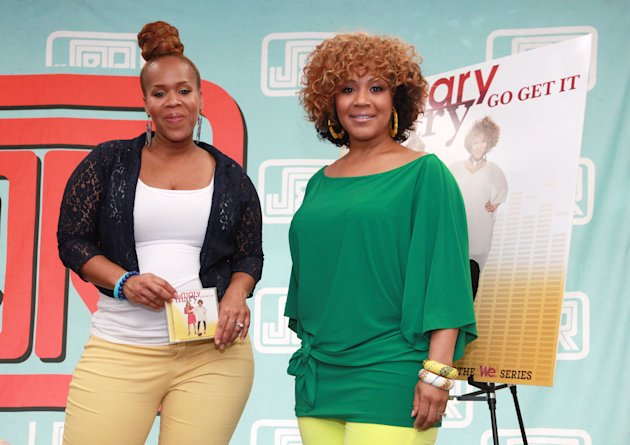 "Mary Mary Sign Copies Of Their CD ""Go Get It"""