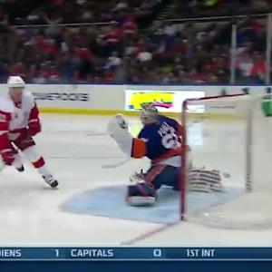 Daniel Alfredsson finishes pass from Smith