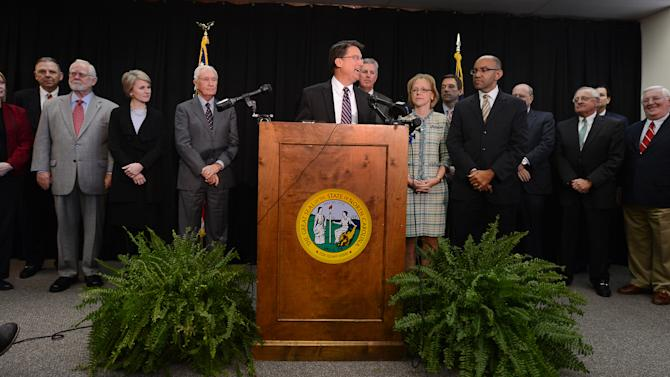 McCrory unveils transition team in Raleigh visit
