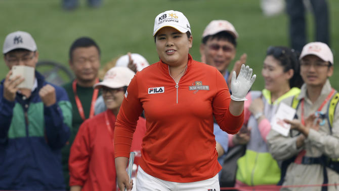 Park wins 1st of year in duel over Pettersen