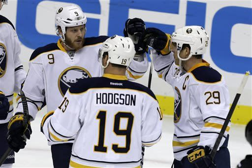 Penguins' 15-game winning streak snapped by Sabres