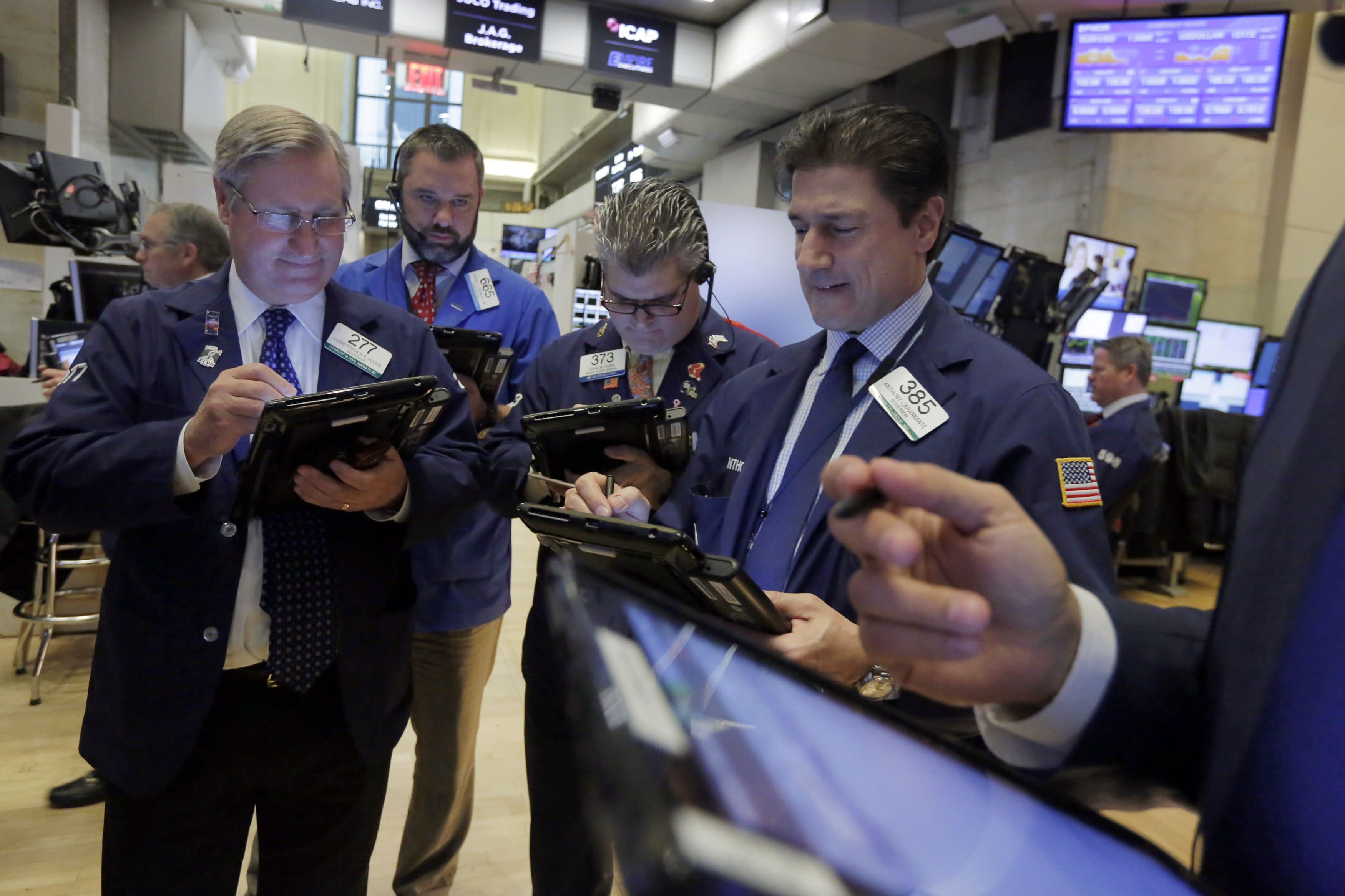Wall Street clings to meager gains ahead of Thanksgiving