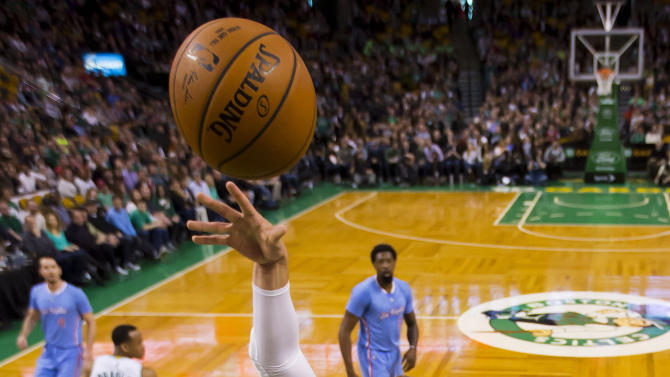 Los Angeles Clippers' Blake Griffin shoots over Boston Celtics' Jae Crowder during the first half of the Los Angeles Clippers 119-106 win over the Boston Celtics in an NBA basketball game in Boston Sunday, March 29, 2015. (AP Photo/Winslow Townson)