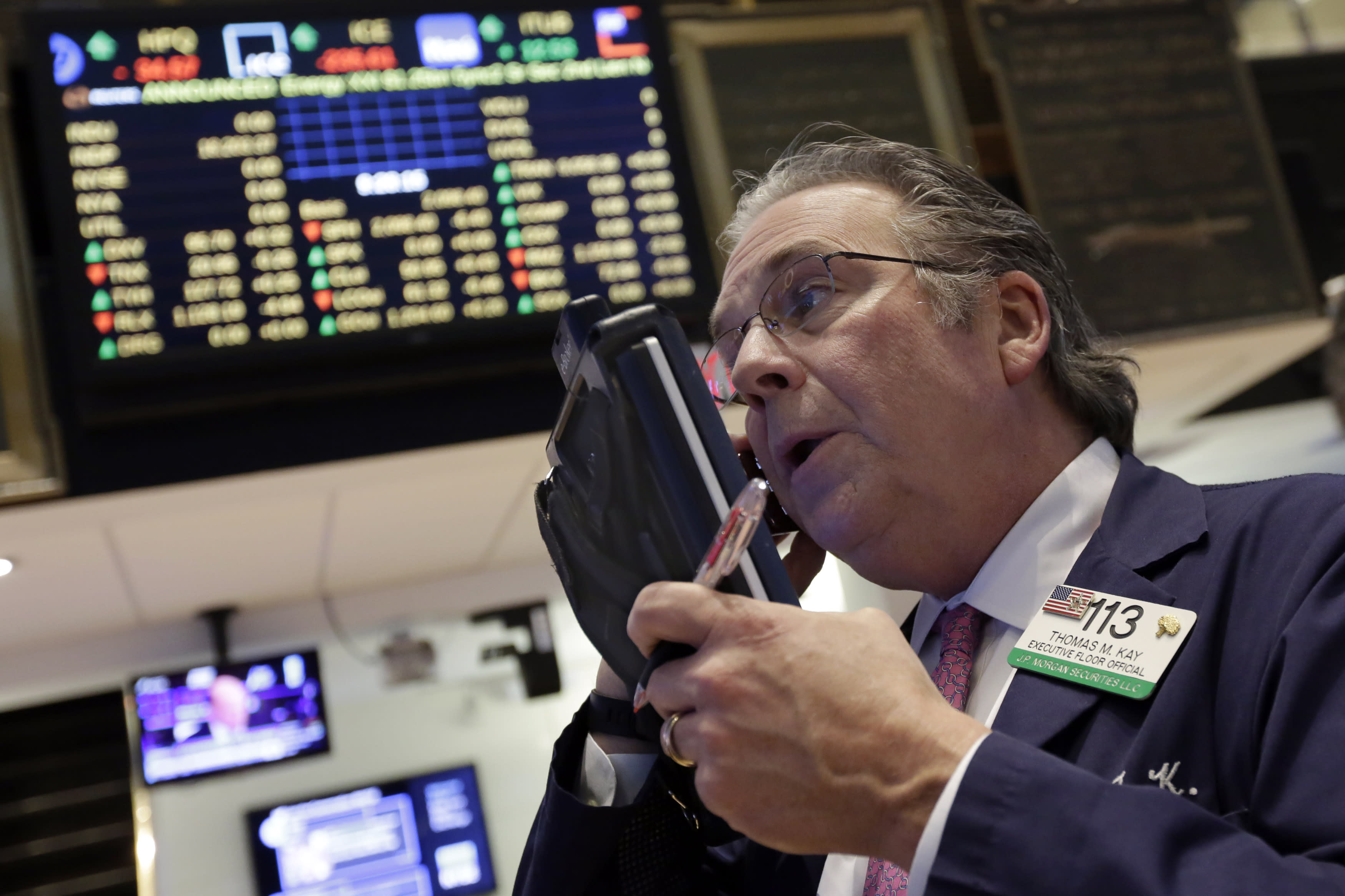US stock indexes sink as market heads for a second loss