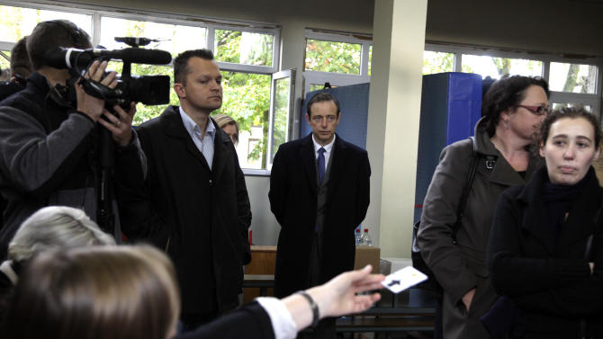 Leader of the NVA party Bart De Wever, center, waits in line to cast his vote at a polling station in Antwerp, Belgium, on Sunday Oct. 14, 2012. NVA, a separatist party, wants to use Antwerp as a base for breaking away from Belgium, putting it in the forefront of a European breakaway trend just as the EU celebrates winning the Nobel Peace Prize for fostering continental unity. (AP Photo/Virginia Mayo)