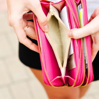 Lack-of-money-empty-pink-wallet_web