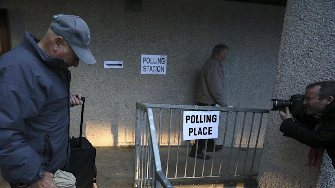 Polls open in historic Scottish independence vote