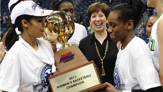 Notre Dame head coach Muffet McGraw, center smiles as Notre Dame's Skylar Diggins, left, and teammate Jewell Loyd hold the championship trophy after their 61-59 win over Connecticut in an NCAA college basketball game in the final of the Big East Conference women's tournament in Hartford, Conn., Tuesday, March 12, 2013. (AP Photo/Jessica Hill)