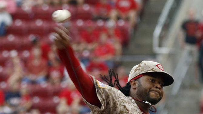 Cueto fans 12 in 6 innings, Reds beat Dodgers 5-0