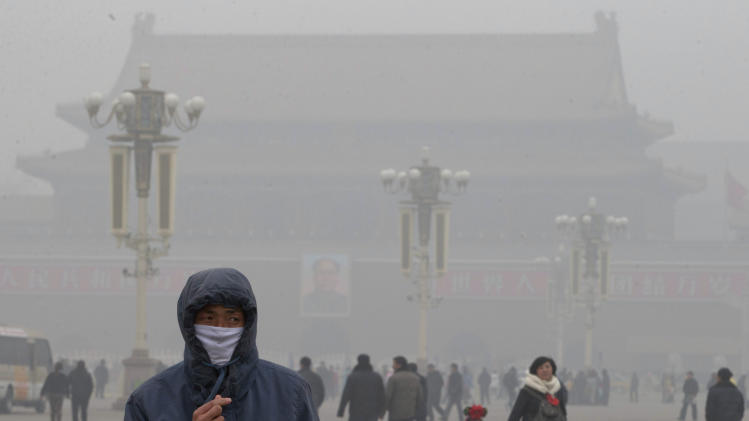 Smog thick enough to cancel flights hits Beijing