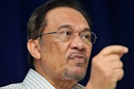 Despite rushed manner of water deal, Anwar says he will still support Khalid Ibrahim