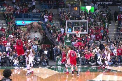 Jimmy Butler puts the Bulls on his back with huge buzzer-beating shot