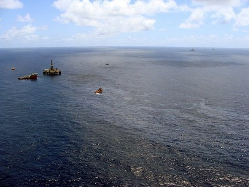 <p>File photo shows supply boats cleaning an oil spill around a Chevron platform operating in the Frade oil field in the Atlantic Ocean. Chevron has paid a $17.5 million fine for a major spill off Rio de Janeiro state last year, Brazilian authorities said.</p>