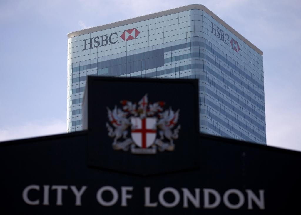 HSBC considers moving HQ out of UK amid bank clampdown