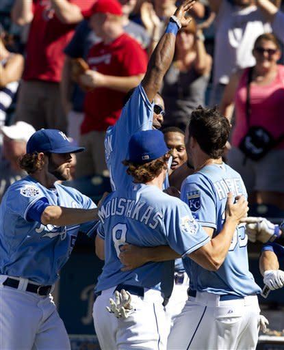 Rangers' errors cause 7-6 loss to Royals