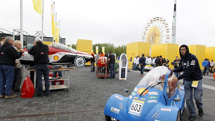 IMAGE DISTRIBUTED FOR SHELL - The Urban One, vehicle No. 603, UrbanConcept, running on Hydrogen, competing for team Ensem Eco Marathon (E2M) from ENSEM, France, is moved to the start line before Day 1 of competition during the Shell Eco-marathon Europe at The Ahoy centre in Rotterdam, The Netherlands on Friday, May 17, 2013. Teams from universities all over Europe have brought their energy efficient cars to compete in the challenge. (Bas Czerwinski/AP Images for Shell)