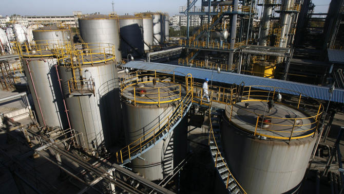 China oil majors barred from expanding refineries