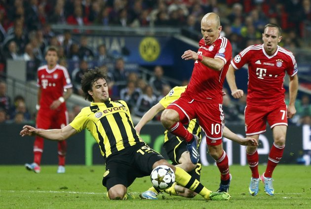 Bayern Munich's Robben, evades Borussia Dortmund's Hummels before scoring the winning goal during their Champions League Final soccer match at Wembley Stadium in London