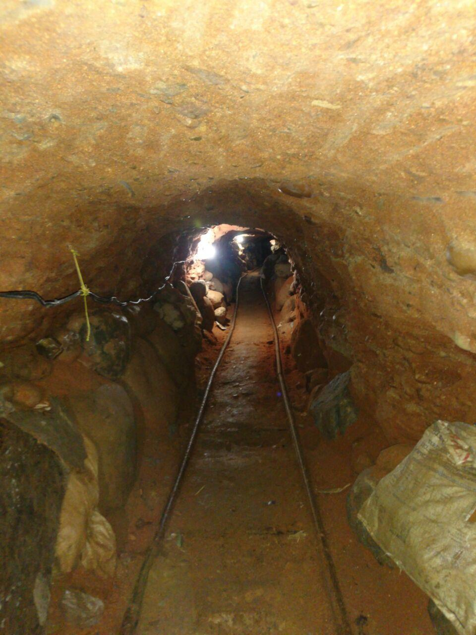 Mexican police find border tunnel with light, ventilation